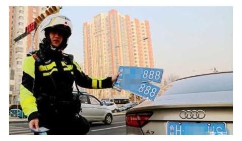 """嫌车牌""""888""""太张扬 女司机网购假车牌被查"""